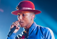 Zpěvák Pharrell Williams.