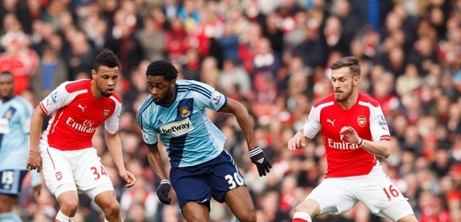 Arsenal doma porazil v derby West Ham 3:0.