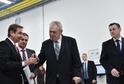 Třetí den návštěvy prezidenta republiky Miloše Zemana v Libereckém kraji, 26. března v Turnově. Setkání se zaměstnanci firmy Kamax. Vlevo je ředitel turnovského závodu Vladimír Košíček, vpravo hejtman Martin Půta.