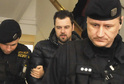Petr kramný s policejní eskortou.
