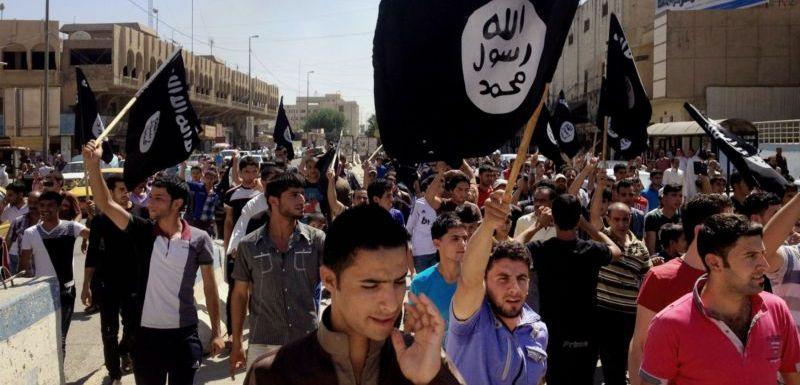 Propaganda a ženy v chimáru. Mosul rok pod krutovládou IS (TÝDEN.cz)