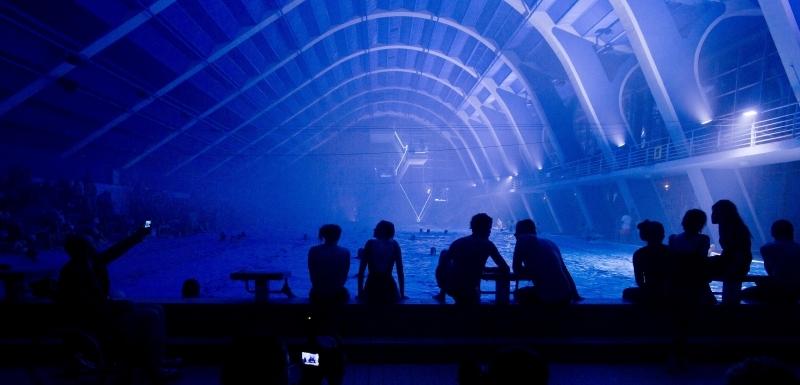 5c3b327be V plaveckém stadionu Podolí se v noci na 19. června uskutečnila  audiovizuální performance Podolská vlna