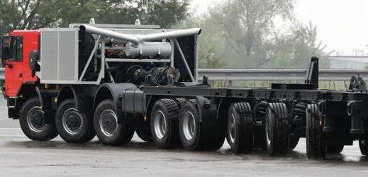 Nový vůz značky Tatra je dlouhý 18 metrů.