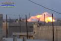 Na snímku z videozáznamu je vidět bombardování v syrské provincii Hamá ruskou armádou.
