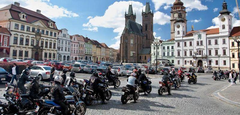 Blaničtí rytíři: motorkáři bojují s islámem pomocí výfuků (TÝDEN.cz)