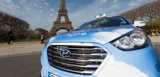 V Paříži budou jezdit Hyundai ix35 Fuel Cell, taxi na vodíkový pohon.