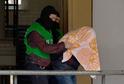 Berlínská policie předvádí zatčené pro podezření z podílu na plánování teroristických akcí (ilustrační foto).