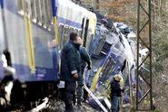 Počet mrtvých při srážce vlaků roste, zatím přes 100 zraněných