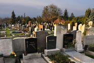 Konec kšeftování s náhrobky, volají poslanci