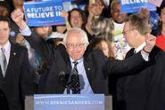 Sanders v New Hampshire trumfl Clintonovou, dominoval i Trump