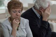 Prudce přibývá exekucí na důchod i srážek z nemocenské