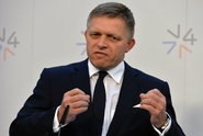 Slovenský premiér je posedlý neexistujícími migranty