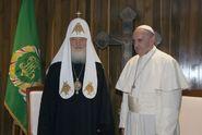 """""""Konečně se vidíme!"""" vítal papež František patriarchu Kirilla"""