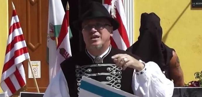a75b4e2c38 Zoltán Mihály Orosz vládne své obci pevnou rukou.