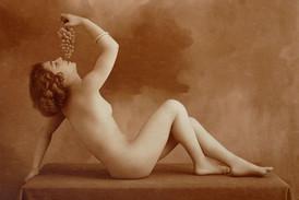 Erotická fotografie z roku 1910.