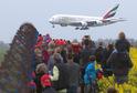 Obří Airbus A380 přistává v Praze.