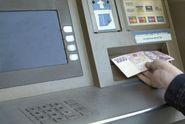 Z bankomatu ukradli milion korun, po roce a půl je chytili