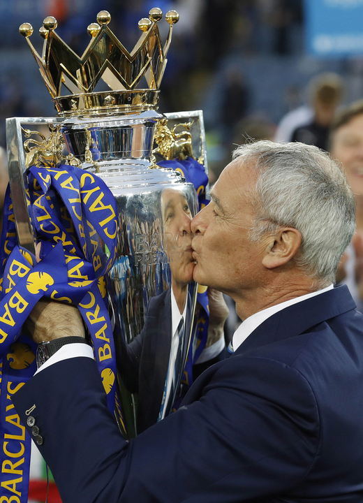 ranieri with trophy