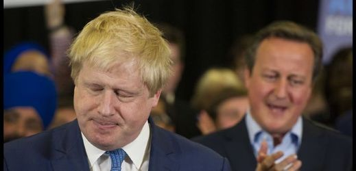 Boris Johnson (vlevo).