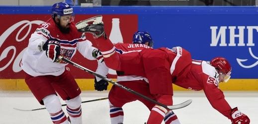Čeští hokejisté v duelu s Dánskem.