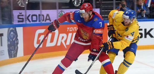 Ivan Telegin si vodí švédskou obranu.