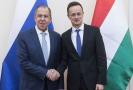 Ruský ministr zahraničí Sergej Lavrov (vlevo) a jeho maďarský protějšek Péter Szijjártó.