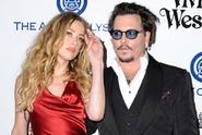 Amber Heard to má blbé, spojily se proti ní Deppovy bývalky