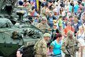 Lidé vítali americké vojáky ve Vyškově.