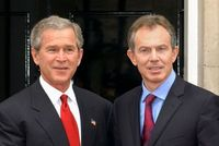 George Bush a Tony Blair.