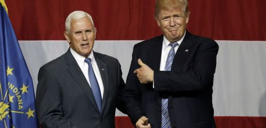 Donald Trump (vpravo) a Mike Pence.