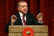 Erdogan ruší vojenské školy a podřizuje armádu úřadům