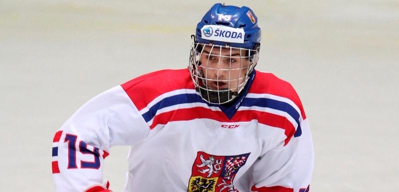 c89fcaf5158 Hokejový reprezentační útočník do 18 let Filip Zadina.