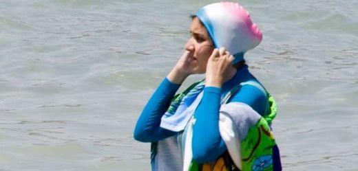 Další zákaz muslimských plavek. Francouzi se bojí incidentů (TÝDEN.cz)