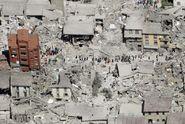 """Hrůzný budíček v Itálii. """"Zeď spadla vedle mé postele"""". Obětí je už přes 60"""