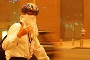 Válka cyklistů s policií, smír s rebely a ruská super raketa