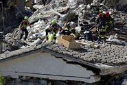Itálii vyděsily další otřesy. Záchranáři přestávají hledat živé