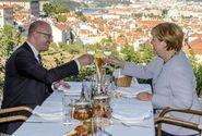 Sobotka promarnil s Merkelovou příležitost, kárá Kalousek