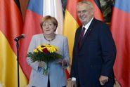 Zeman Merkelové: Návštěvu také nezvete k sousedům na oběd
