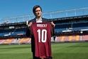 Tomáš Rosický v pondělí přestoupil do Sparty a o jeho dresy se strhl velký zájem.