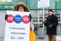 Demonstrace proti TTIP ve Vídni.