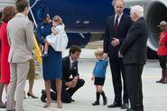Malý princ George dal Trudeauovi košem, nepodal mu ruku