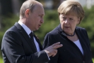 Vladimir Putin (vlevo) a Angela Merkelová.
