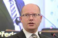 Sobotka žádá britskou premiérku o zásah proti nenávistným útokům