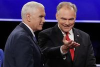 Zleva Mike Pence a Tim Kaine.