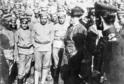 Tomáš Garrigue Masaryk beseduje s dobrovolníky v Bobrujsku v roce 1917.