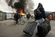 """""""Džungle"""" u Calais je vyklizena. Migranti se rozprchli i do okolí"""
