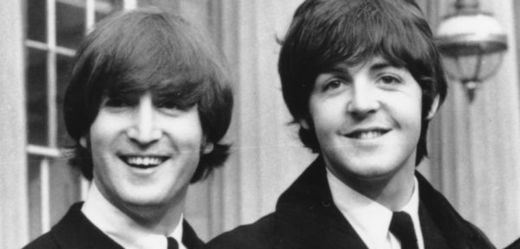 Zleva John Lennon a  Paul McCartney.