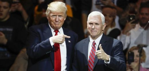 Donald Trump (vlevo) a Mike Pence.
