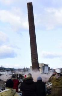 O suť ze zbouraných komínů se postará specializovaná firma, bude jí muset odvozit stovky tun.