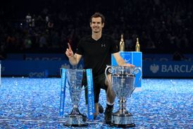 Andy Murray a jeho trofeje.